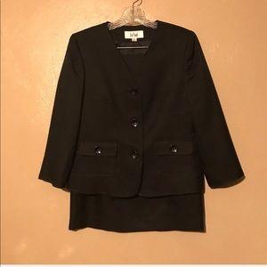 Le Suit black skirt suit size 6